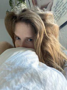 Camsrating Ashley Lane just woke up selfie