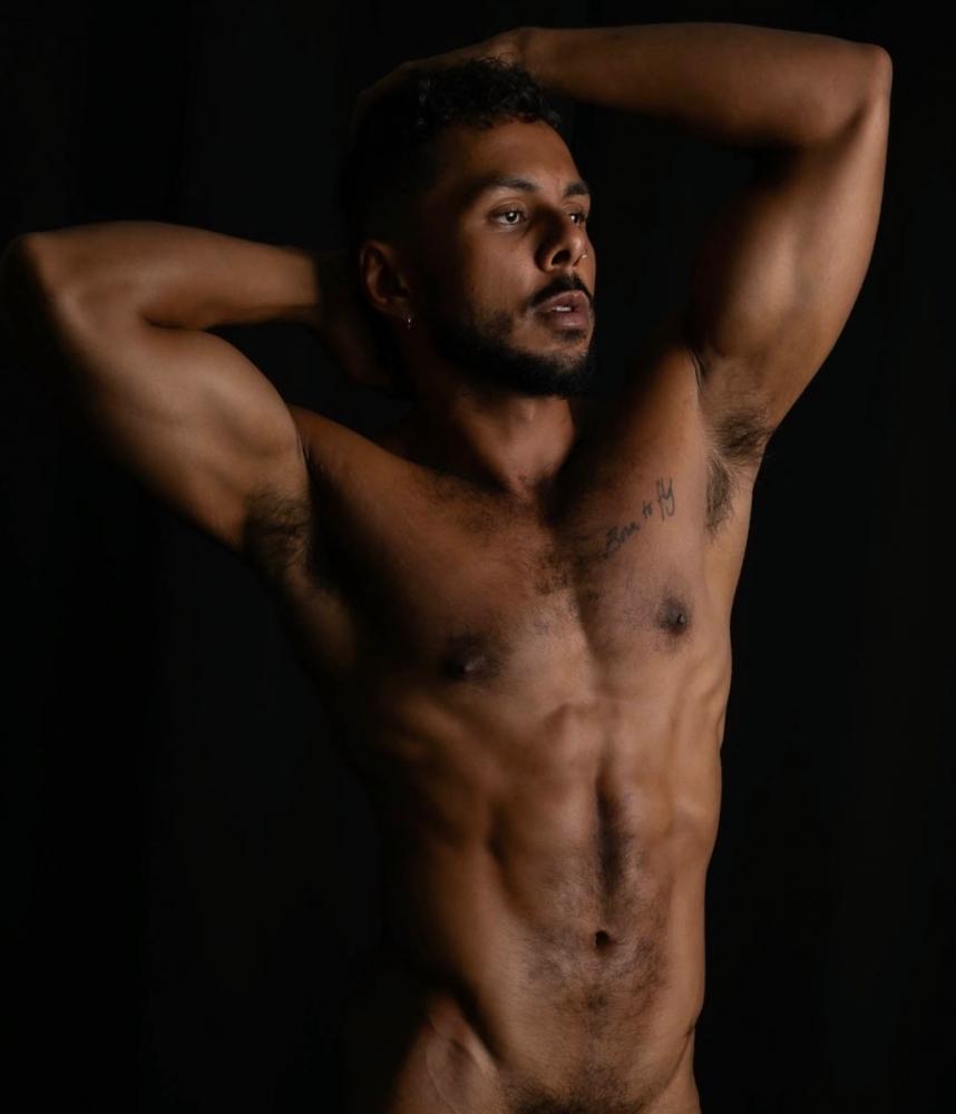 Camsrating Milo Madera muscular bod