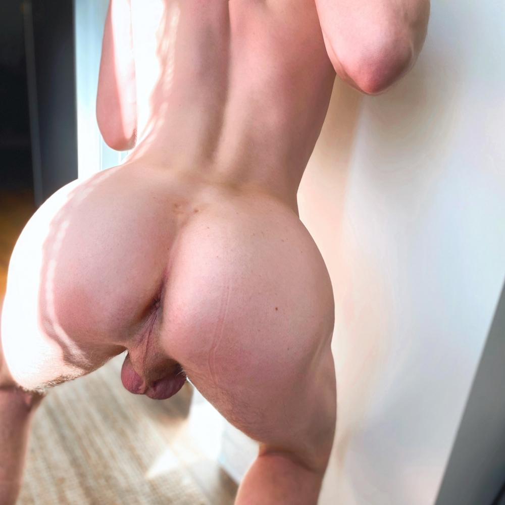 Camsrating Edward Terrant ass hole and balls
